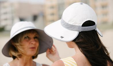 Capeline et casquette-chapeau