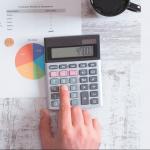 Instauration de la flat tax : quel impact sur l'arbitrage entre rémunération et dividendes ?